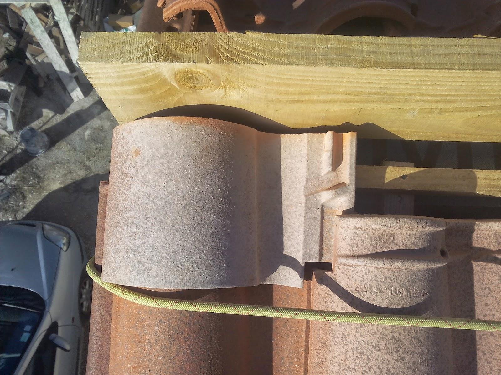 Couper tuile terre cuite mosaque plat compos de morceaux de vitrail coup main verre tuiles et - Rehausse beton ronde ...