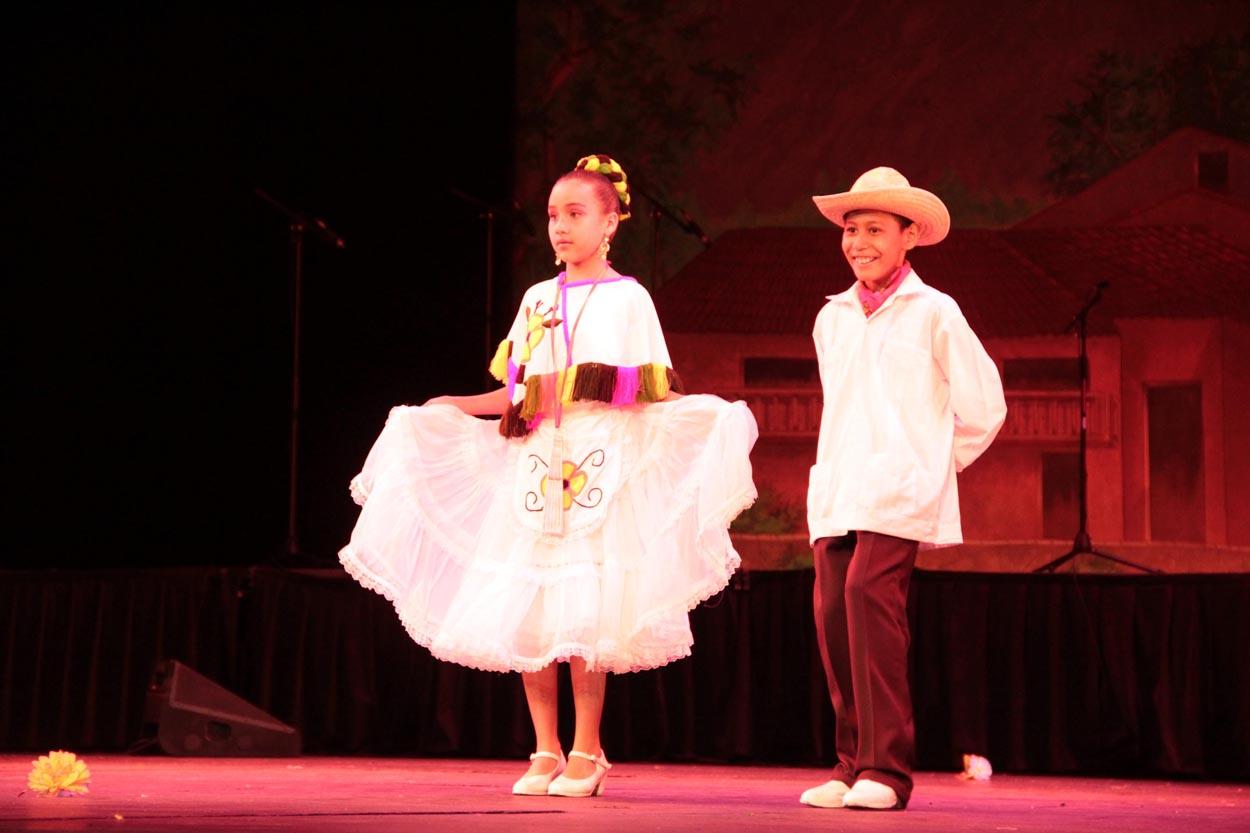 La Presentacion De Dos Galas De Danza Folklorica A Cargo De Los