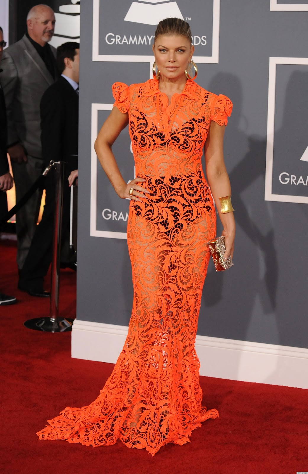 http://2.bp.blogspot.com/-VWAYVXkONac/Tzl0rEXbewI/AAAAAAAADaY/hQikoSqhRNU/s1600/FERGIE-GRAMMYS-2012-RED-CARPET-DRESS.jpg
