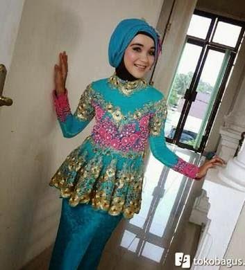 Desain kebaya wisuda muslim trendy