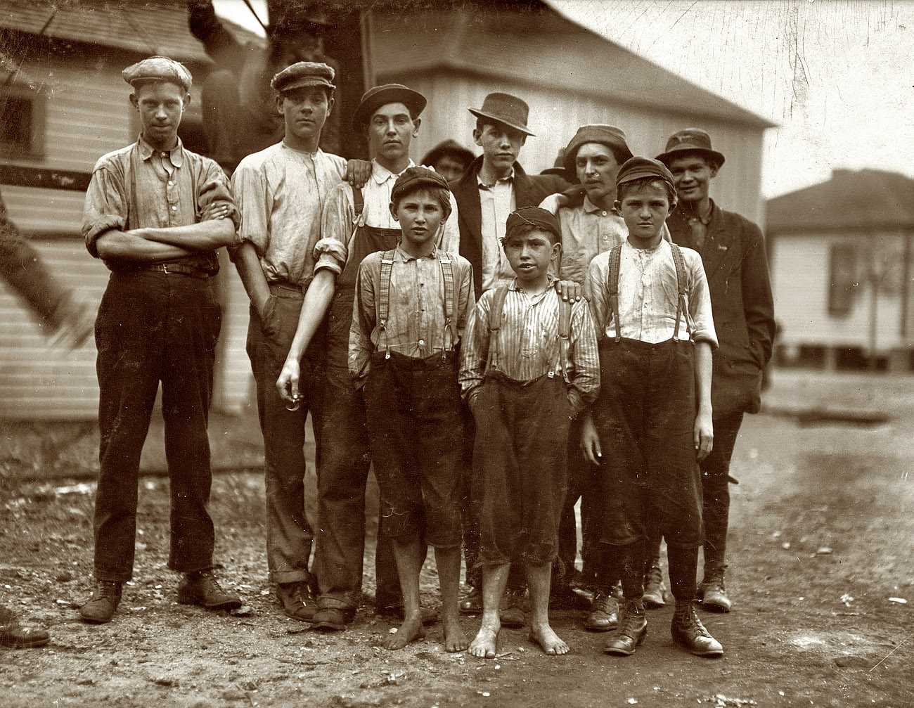 an analysis of the great depression of many families in the early 1900s The great depression  nine thousand banks failed during the months following the stock market crash of 1929 it is far too simplistic to view the stock market.