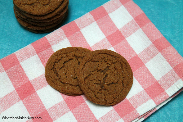 Soft and Chewy Molasses Cookies -- so easy and the perfect amount of spice!