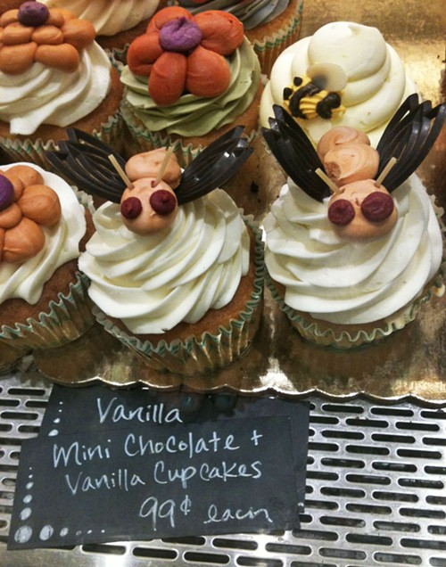 Cupcakes with bugs