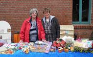 Tina & Petra auf dem Milower Kunst- & Bauernmarkt im Oktober 2010