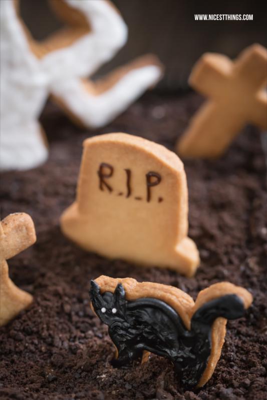 Halloween Friedhof Dessert mit Ausstecher Katze
