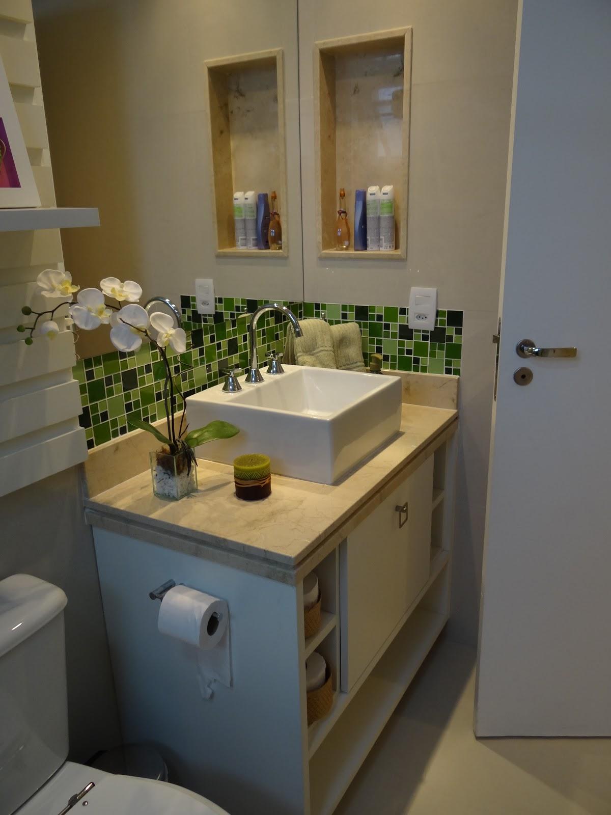 espaço embaixo para chinelos e balança quatro nichos laterais para  #505A29 1200x1600 Balança Para Banheiro