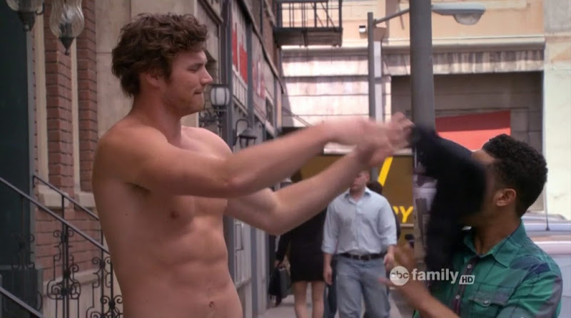 Derek Theler Shirtless in Baby Daddy s1e05