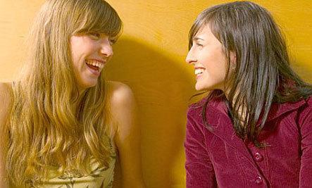 How To Make Quality Gal Pals As An Adult - girls talking laughing friends