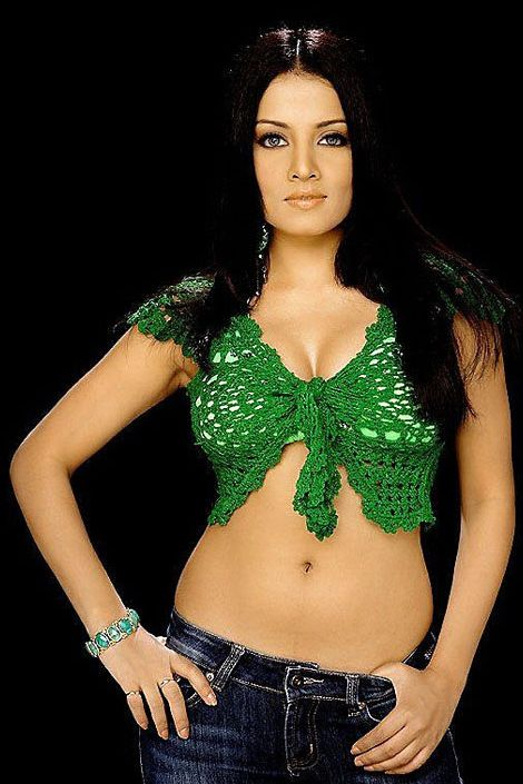 Celina+Jaitley+hot+navel+show