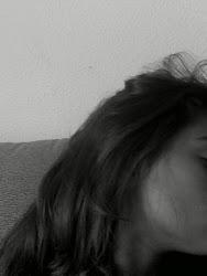 soy del tipo de chica que se rien de los errores, asi que perdona si me rio en tu cara