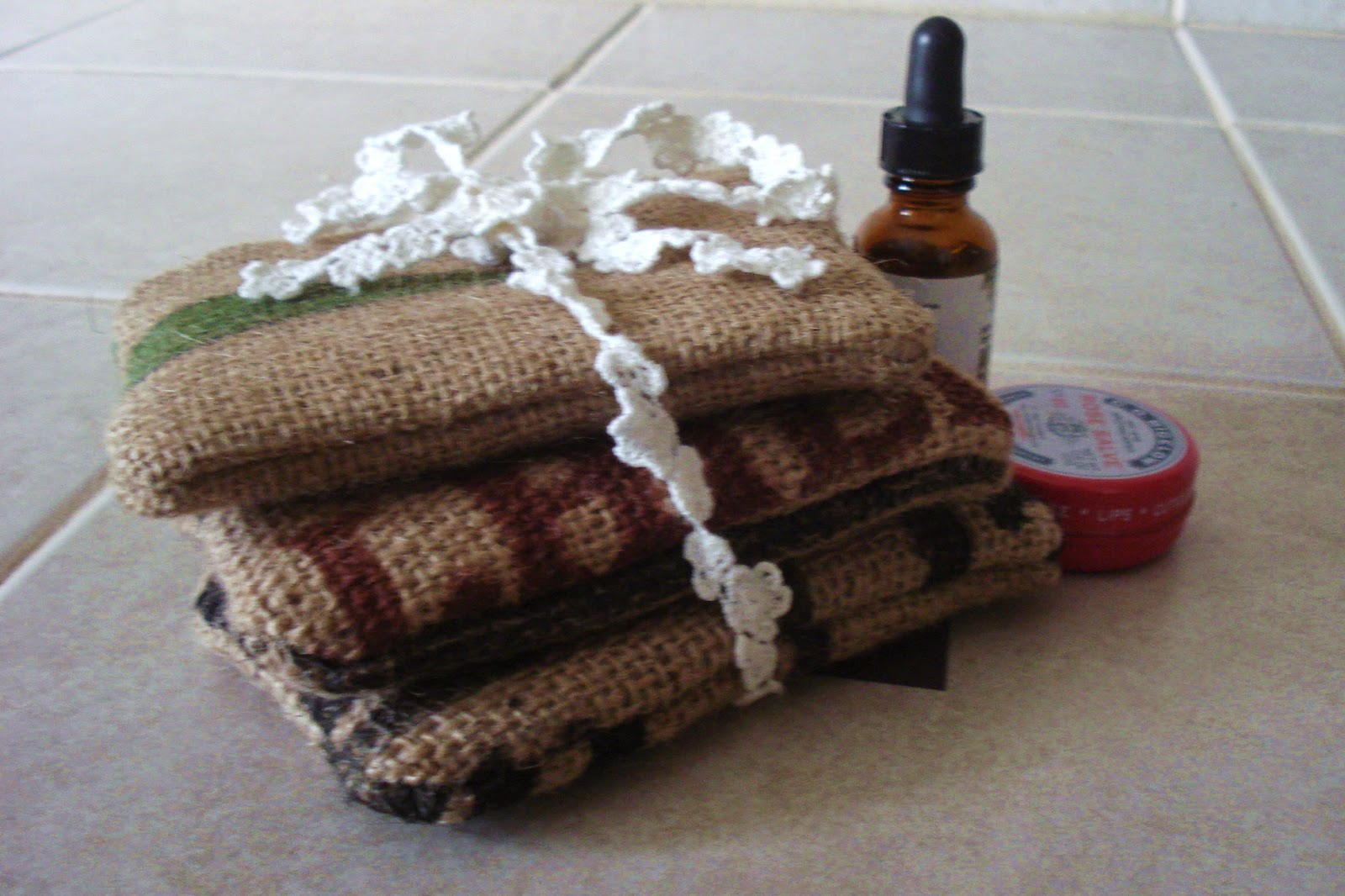 small zipper pouches - burlap - linaandvi.blogspot.com
