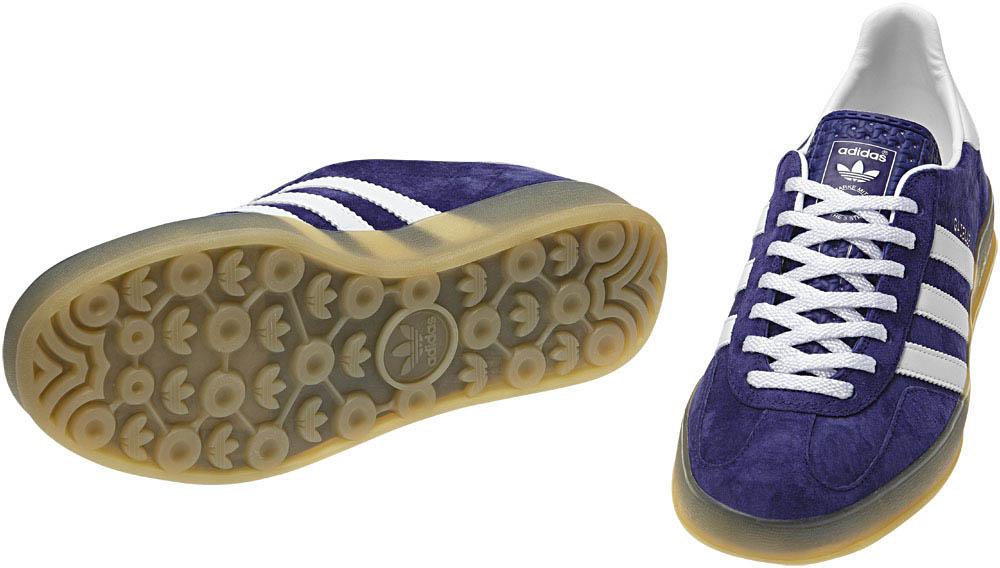 Quelques touches de doré finissent d'embellir la chaussure,sur le logo Gazelle sur le coté et sur le logo Adidas sur la languette.