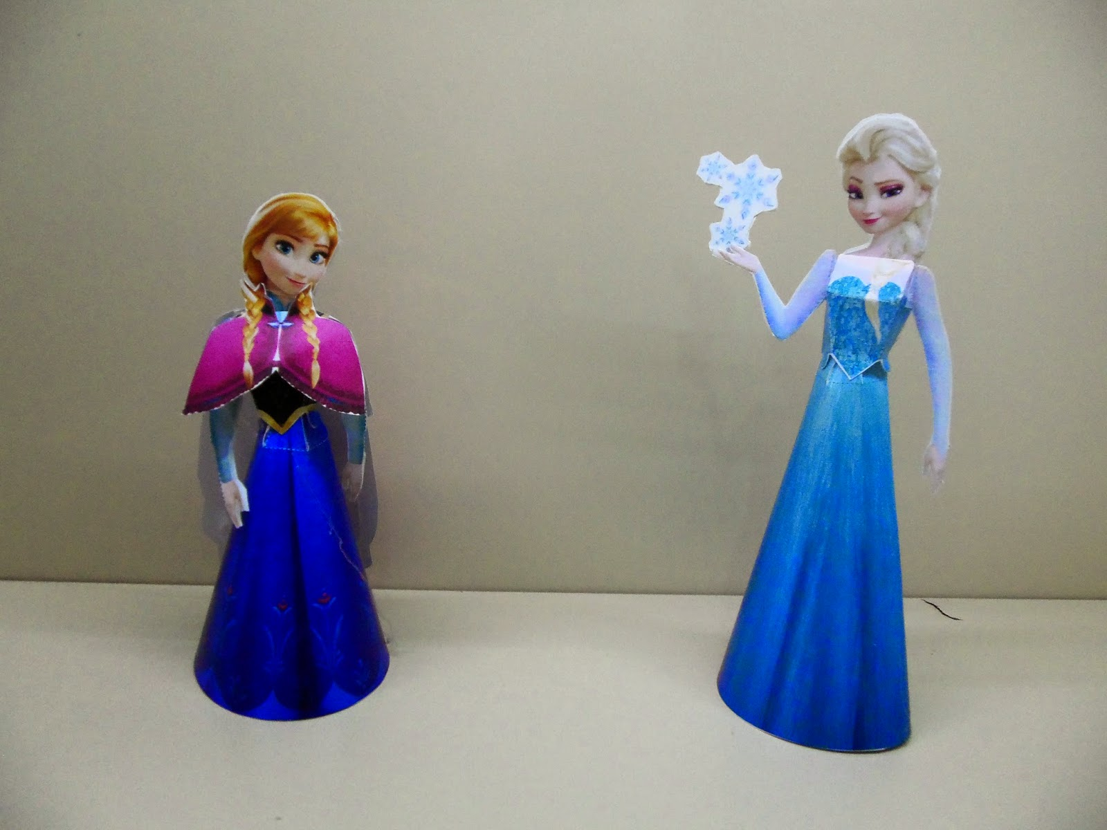 review paper frozen Frozen paper lantern by mandee| decor, disney, party, printables & cut files i hope this frozen paper lantern brings you as much joy as it does for me i've received lots of requests for other.
