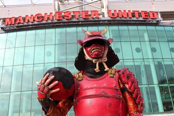 El samurai de Nissin Foods en la sede del Manchester United