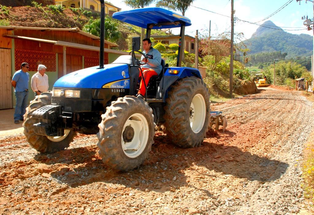 Via interliga o 2° e o 3° Distritos, facilitando o escoamento da produção agrícola