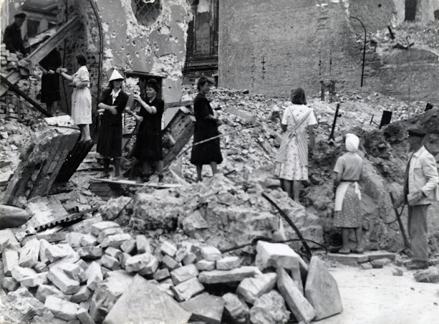 helpless german women mass gang raped 1945 berlin WW2