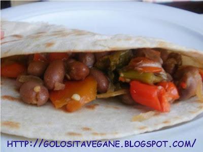 fagioli borlotti, friggitelli, peperoncino, ricette vegan, salsa dolce piccante, scalogno, Secondi, taralli, tortillas,