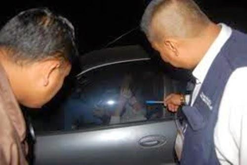 V ideo Isteri orang kantoi berjimak dengan kekasih dalam kereta