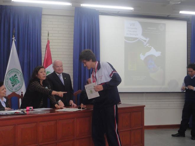 MEDALLA DE BRONCE EN LA VII OLIMPIADA PERUANA DE BIOLOGIA O.P.B. 2012