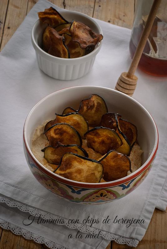 hummus con chips de berenjenas a la miel