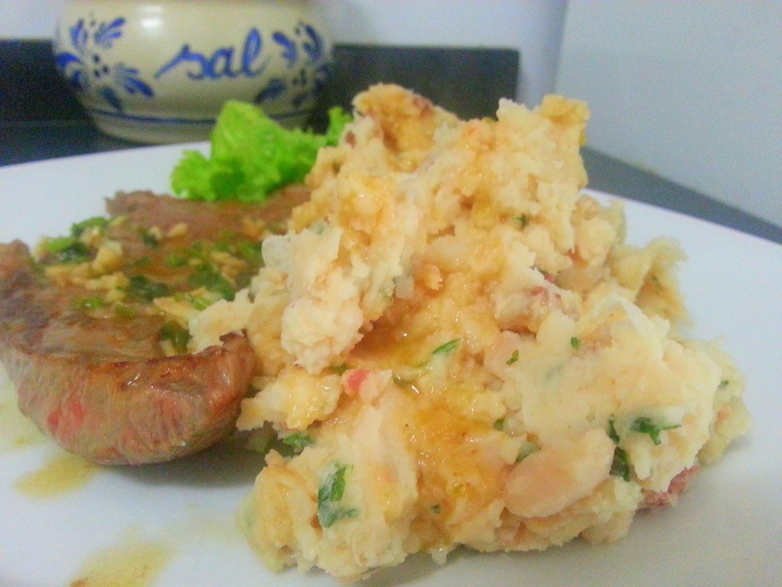 ... Frito com Puré de Feijão Branco /Fried Steak with Mashed White Beans