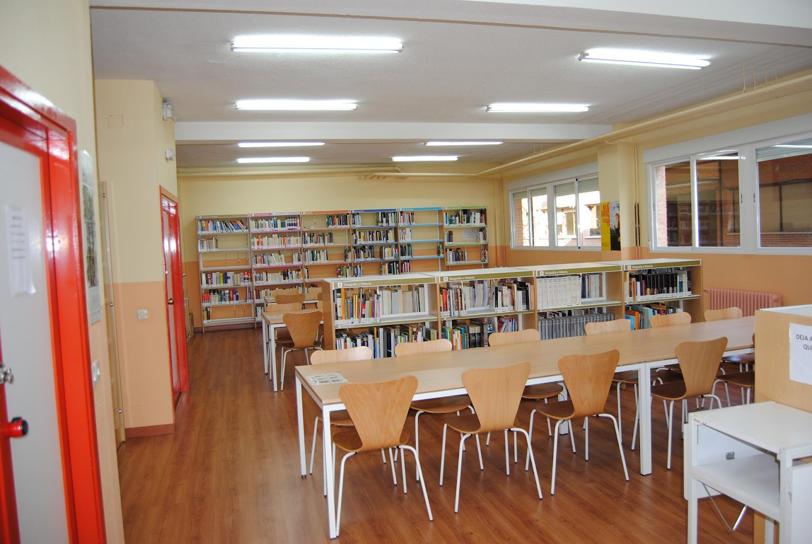 Biblioteca i e s le n felipe nuestra biblioteca for Planos de bibliotecas