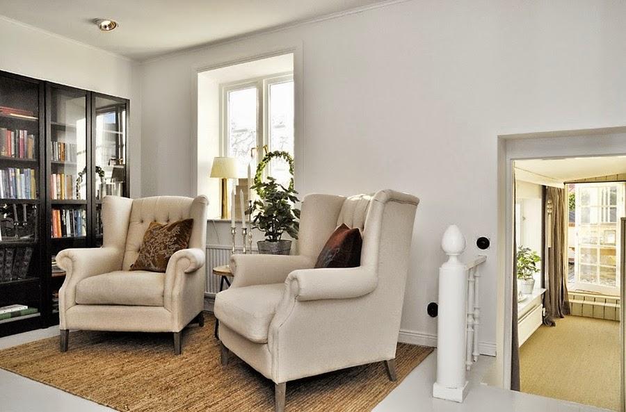 wystrój wnętrz, home decor, wnętrza, mieszkanie, dom, aranżacje, białe wnętrza, biblioteczka, fotel