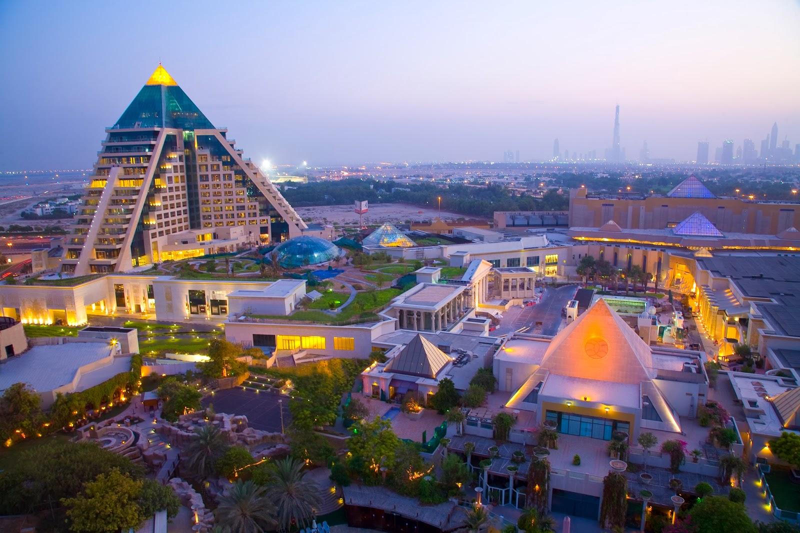 http://www.babylovestotravel.com/wp-content/uploads/2012/03/WAFI-Mall-Dubai.jpg