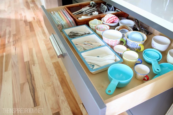 http://theinspiredroom.net/2014/06/18/5-minute-baking-drawer-organization-makeover/
