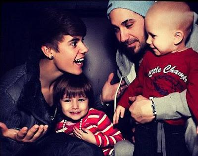 Justin Bieber com seus irmãos