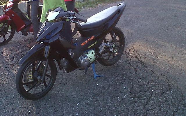 ane mau nawarin motor ane nih + alat racingnya, Honda Revo thn 2007 :D title=