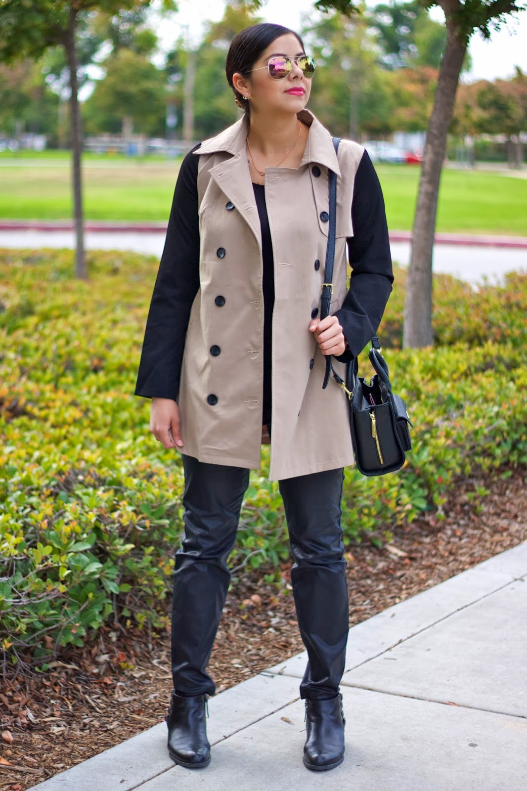 Lil bits of Chic: Trench on Black Outfit