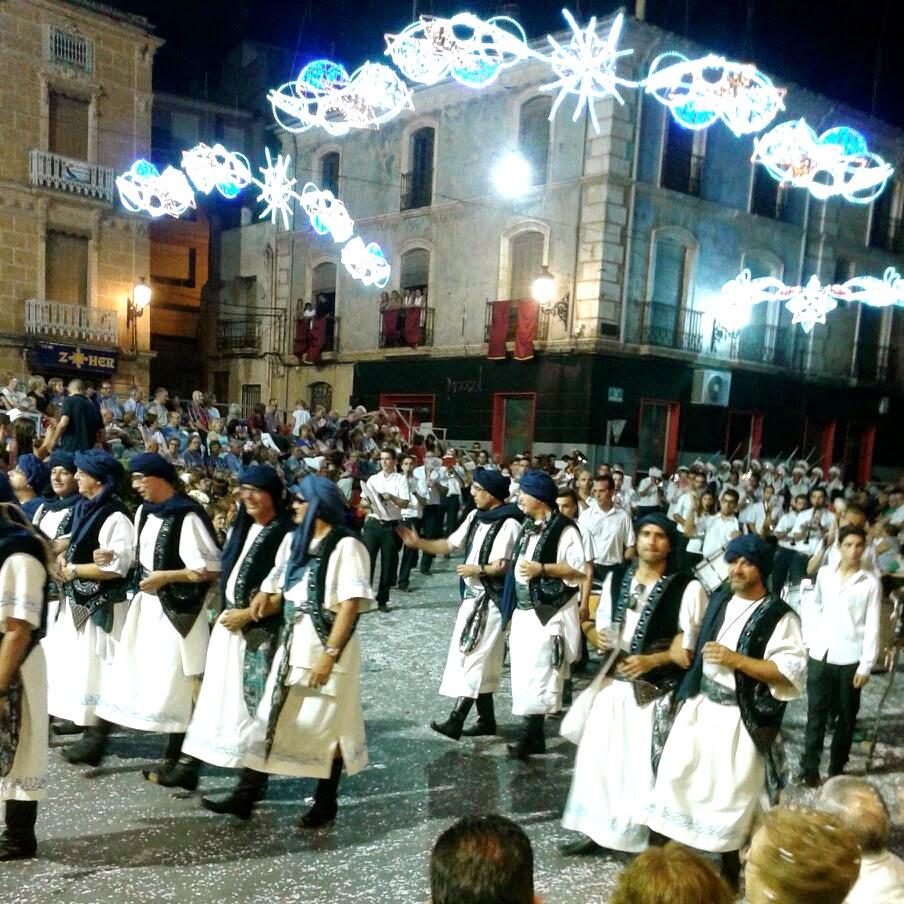 Escuadra de Moros Abenzoares desfilando en la Entrada de Moros y Cristianos de Caudete