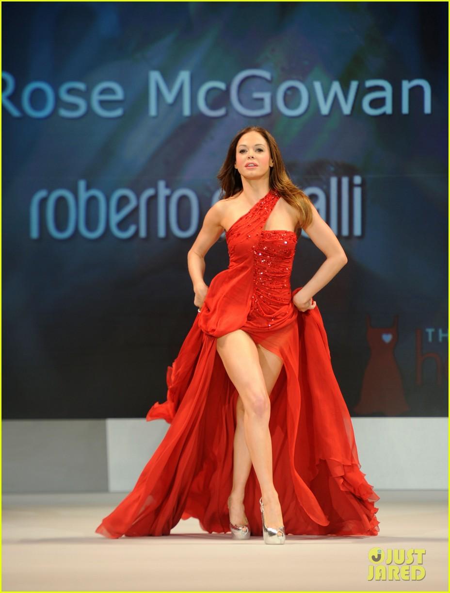 Rose Mcgowan Tapete Vermelho : Rose McGowan passou pelo tapete vermelho na Roberto Cavalli com
