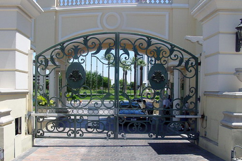 Vehicular Gates - Restrict Access To The Home Or Building