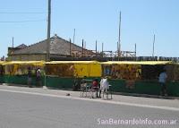 Artesanos en la Costanera de San Bernardo