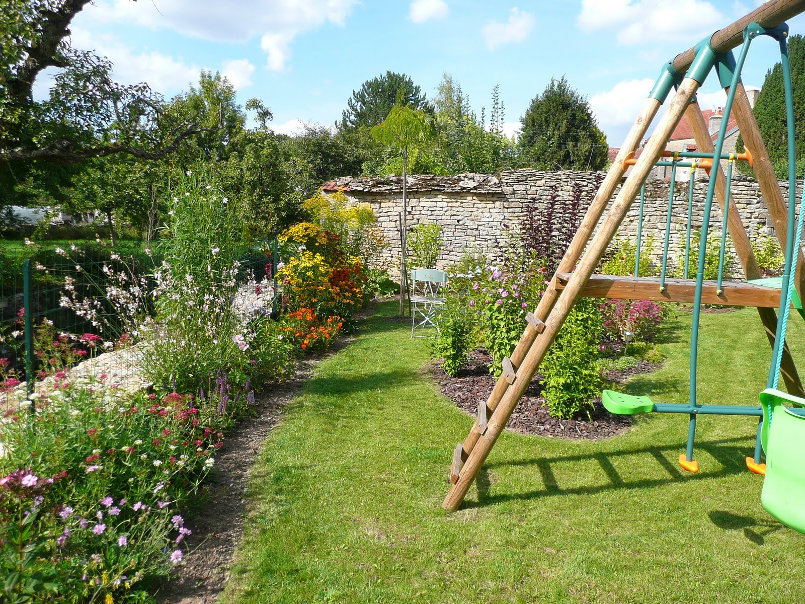 Notre jardin secret.: Dernière partie: platebande vivaces..