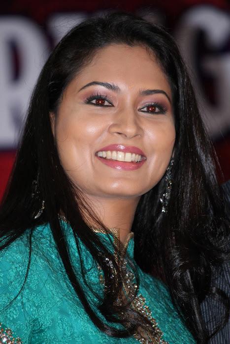 pooja in panimalar college actress pics