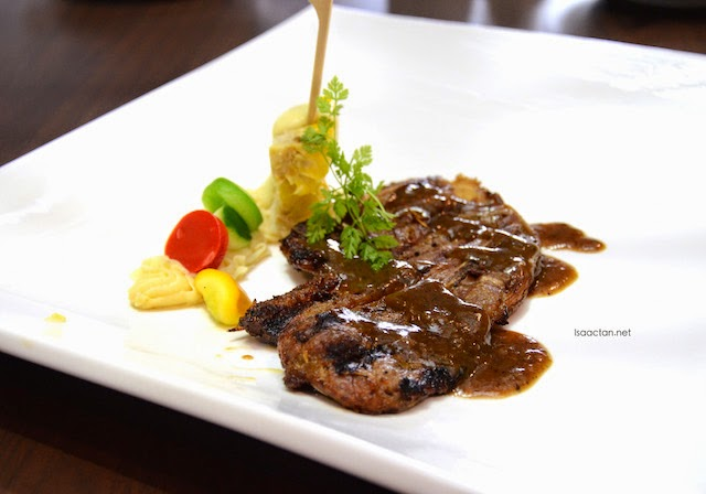 Grilled Lamb Shoulder with Black Pepper Sauce