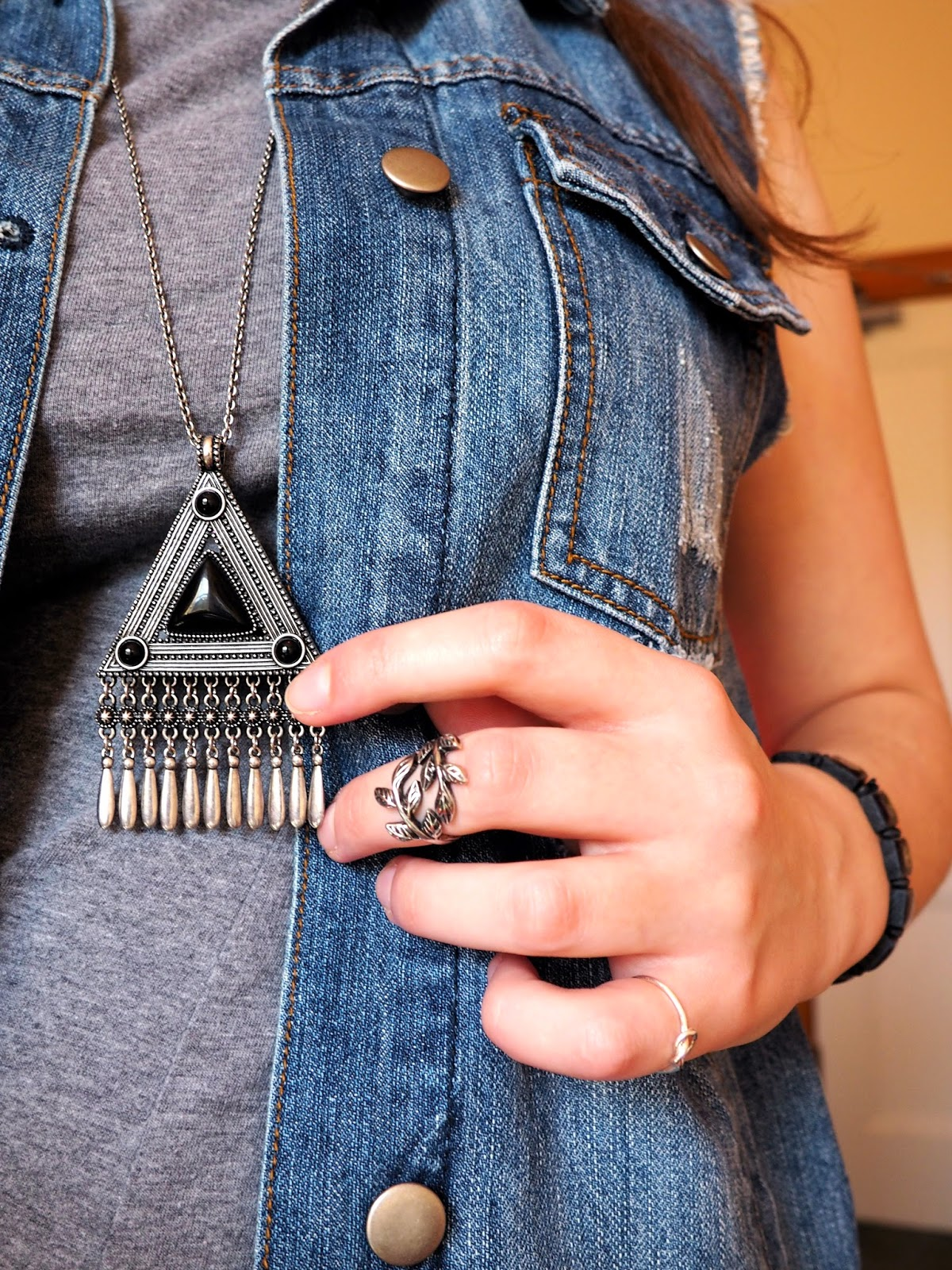 Distressed Denim outfit jewellery details | black and silver triangle pendant necklace, silver leaf midi ring, silver knot ring