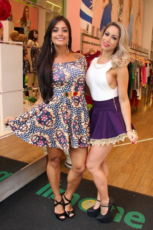As modelo Aline e Carol participaram do coquetel da grife Limone Modas