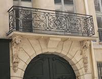 Balcon du 99 rue du Bac à Paris