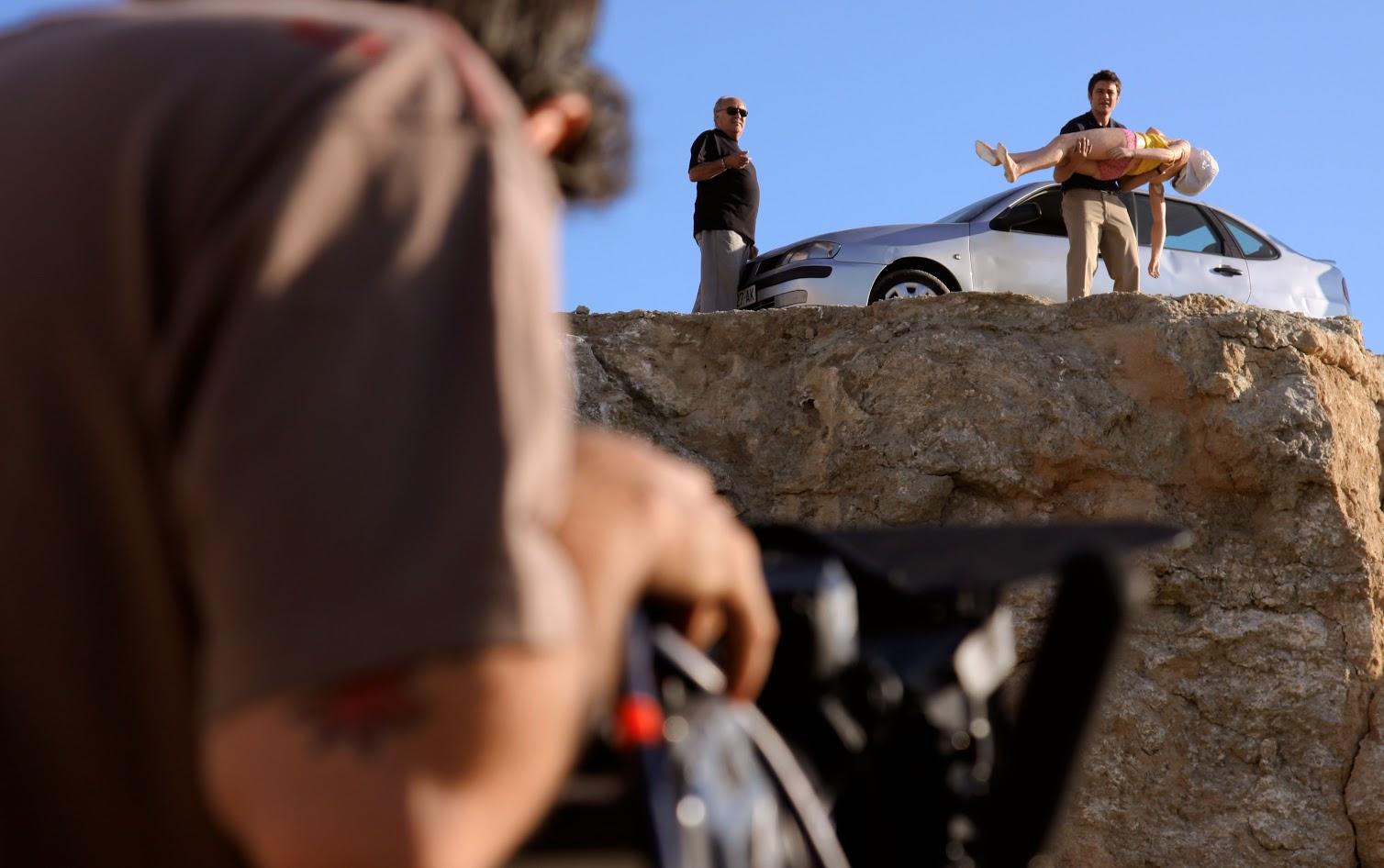 víctor tejedor navares, director de fotografía de El asesino dentro del círculo, rodando con Pedro Costa y Roger Coma