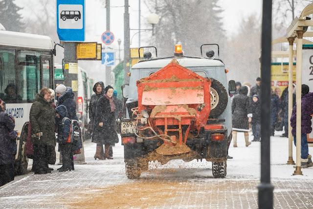 Снегоуборочная техника вышла на дороги