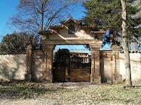 Portal d'entrada al pati o llisa de La Riera, situat a la banda de llevant