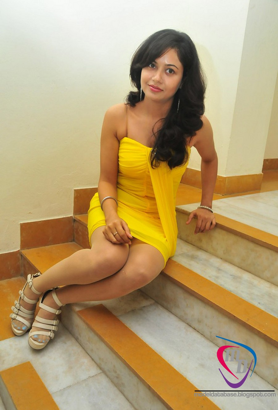 hot model database tamil actress anupoorva hot legs in latest red hot