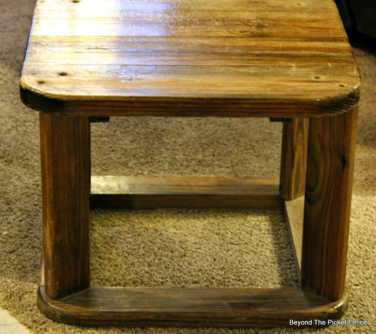 end table, repurposed, trash to treasure, wood table, paint, Beyond The Picket Fence, http://bec4-beyondthepicketfence.blogspot.com/2015/02/end-table-or-what-to-do-with-ugly-table.html