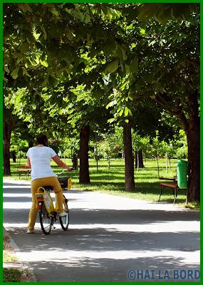 fata pe bicicleta parcul lumea copiilor bucuresti