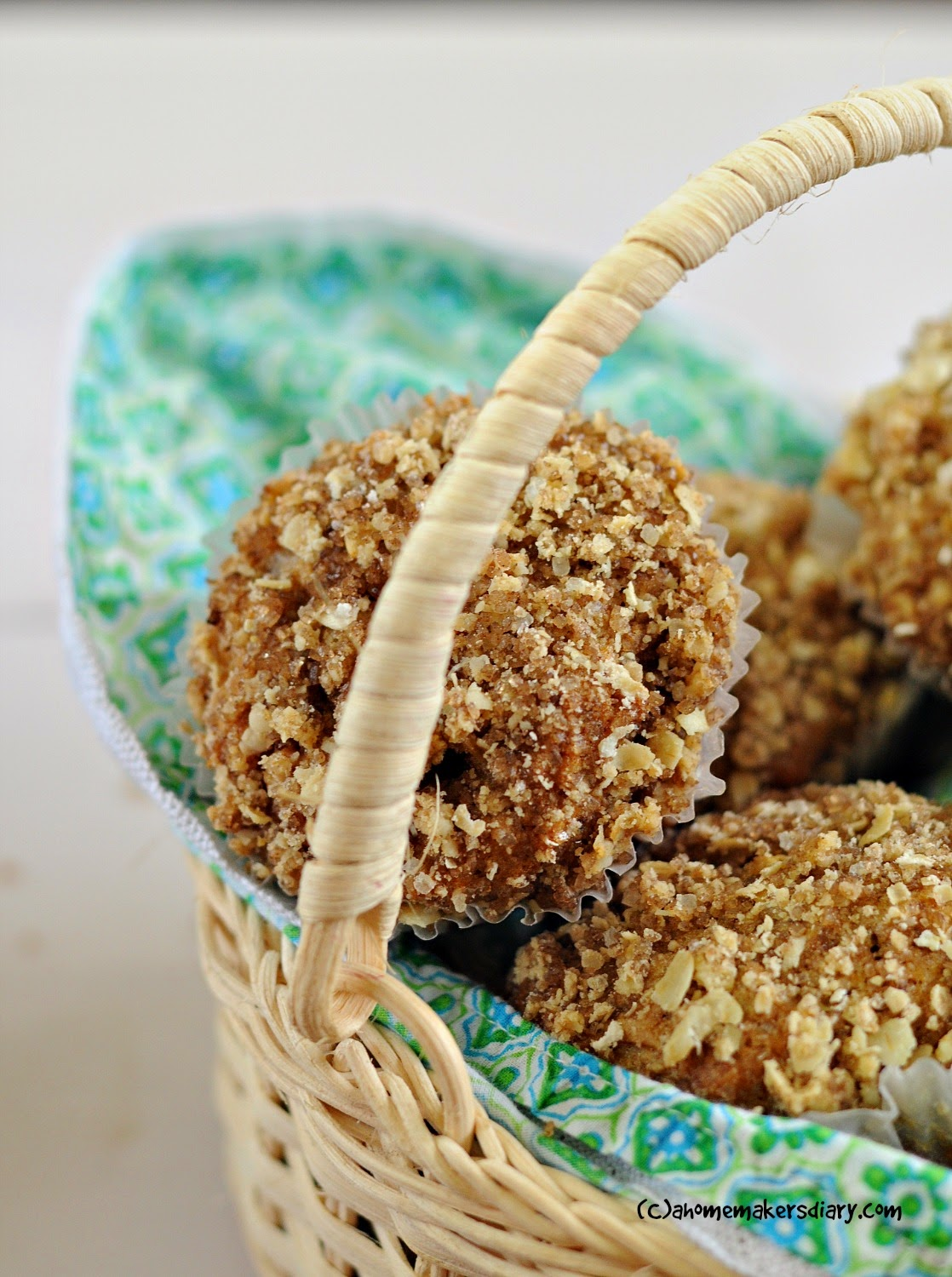 ... Homemaker's Diary: Spiced Whole grain Apple cake with streusel topping