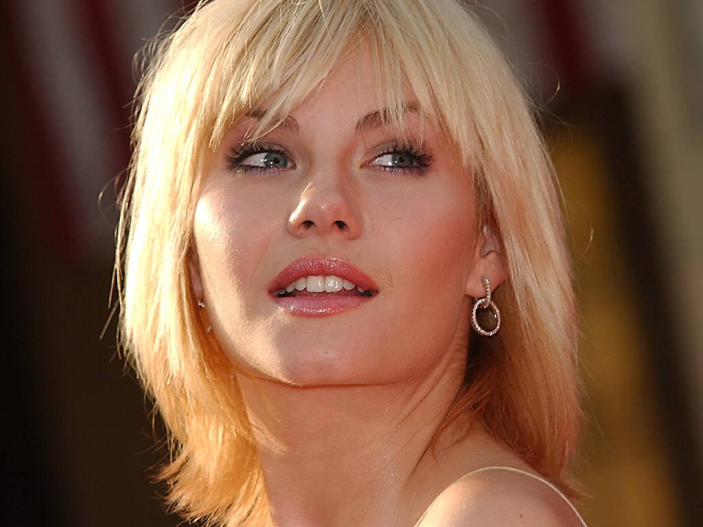 http://2.bp.blogspot.com/-VbykemmlK2k/TxWGp5XvpuI/AAAAAAAAAeo/y1NmEEkqSVs/s1600/Elisha+Cuthbert+Hot+Sexy+Wallpaper+12+1024x768.jpg